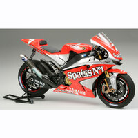 TAMIYA Plastic Model Kit YAMAHA YZR-M1 '04 NO.7/NO.33
